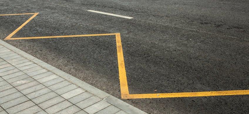 línea amarilla zig zag