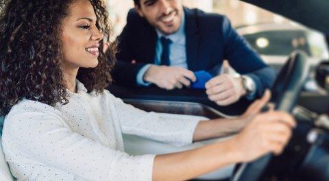 cómo sentarse correctamente en el coche